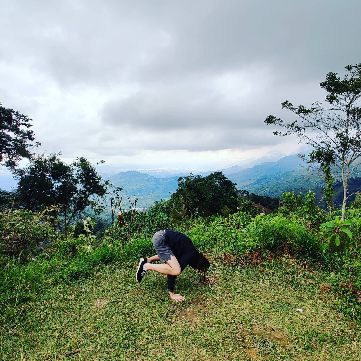 #crowpose #yoga and #views #Breathe ...  relax and  gratitude  #calesthenics #gympark #workout #gym #homegym #gardenworkout #adaptedworkout #adaptedgym  ️️️️ #Bohemia gives cards for a different path..  🇨🇴🇨🇴🇨🇴 Today Colombia calling Peace love & #adventures from #Colombia #travel #wanderlust #globetrotting #globetrekker #digitalnomads  🏞️⛰️ #mountain #mountainview #nature #viewpoint #viewpoint #vistas #vista #landscape #rollinghills #countryside #escapethecity  ⛰️🏔️🏞️ Options that are easy and almost free, but not journeyless. The universe's largest playground. Infinite possible paths. Come walk with me...